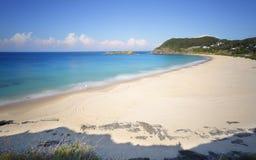 小船海滩和风景看法对Statis晃动 免版税库存照片