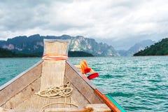 小船游览有美丽的景色 免版税库存照片