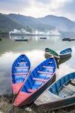 小船湖木尼泊尔的pokhara 库存照片