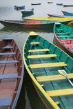 小船湖phewal pokhara 免版税库存照片