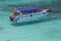 小船热带海运的速度 免版税图库摄影