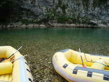小船用筏子运送 免版税库存照片