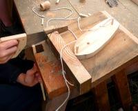 小船男孩做模型锯切对木头 免版税图库摄影