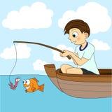 小船男孩捕鱼 免版税库存图片
