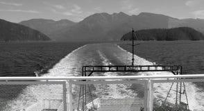 从小船的加拿大山 免版税库存图片
