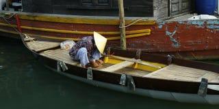 小船的卖主 库存照片