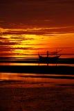 小船的影子在海滩的早晨 免版税库存照片