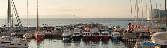 小船的横幅海岸公园在日本海的岸 库存照片