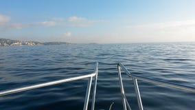 从小船的海 库存照片