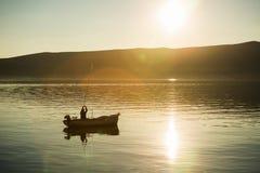 小船的渔夫 库存照片