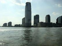 从小船的纽约视图 免版税库存照片