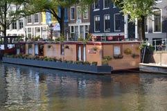 从小船的阿姆斯特丹建筑学 免版税库存图片