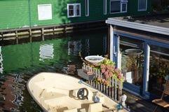 从小船的阿姆斯特丹建筑学 库存照片