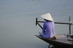 小船的Vietnamise妇女 免版税库存图片