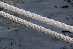 小船相接的绳索 免版税图库摄影