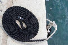 小船相接的绳索 免版税库存照片