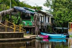 小船码头在Frio河 免版税库存图片