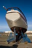 小船码头干燥捕鱼 免版税库存照片