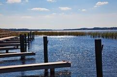 小船码头佛罗里达湖 免版税库存照片
