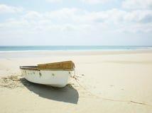 小船离开的划船 免版税库存照片