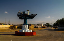 小船纪念碑在柏培拉09的中心 01 2016年柏培拉,索马里 免版税库存照片