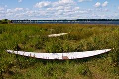 小船线路由海湾的 免版税库存照片
