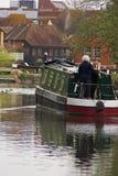 小船缩小的河 免版税库存照片