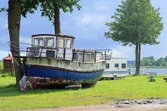 小船老葡萄酒 库存照片