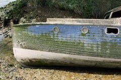 小船老遭到海难的凹下去 库存照片