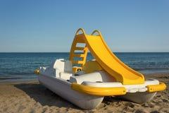 小船脚蹬黄色 免版税库存图片