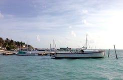 小船船坞Caye填缝隙工 库存图片