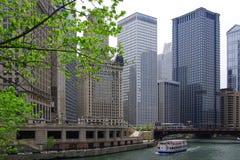 小船芝加哥河浏览 免版税库存照片