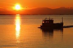 小船螃蟹佐治亚返回的海峡温哥华 免版税库存照片