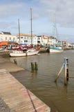 小船被停泊了对一个码头在Pornic (法国) 库存图片