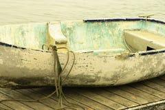 小船被停泊的划船 免版税库存照片