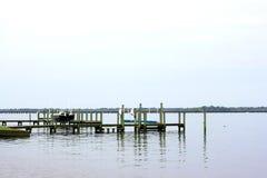 小船被栓对船坞 库存图片