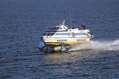 小船轮渡高水翼艇速度 免版税库存照片