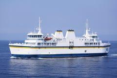 小船载汽车轮船乘客 库存照片