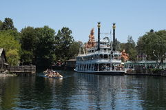 小船迪斯尼乐园标记河吐温 免版税库存图片