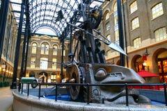 小船金属雕塑 免版税图库摄影