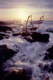 小船钓鱼海岛的大鳄鱼吊艇架 图库摄影