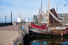小船钓鱼海港有历史的urk 免版税库存照片