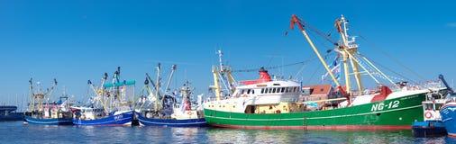 小船钓鱼海港 图库摄影