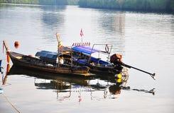 小船钓鱼 免版税库存图片