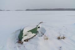 小船霜冰横向不严重的没有那里是冬天年 免版税库存图片