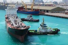 小船靠了码头行业端口船 图库摄影
