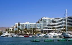 小船靠了码头eilat以色列海滨广场游艇 免版税库存图片