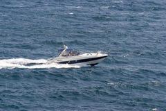 小船马达加速 免版税库存图片