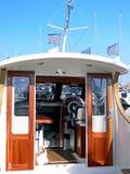小船马达操舵室 免版税图库摄影