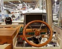 小船驾驶舱详细资料 库存照片